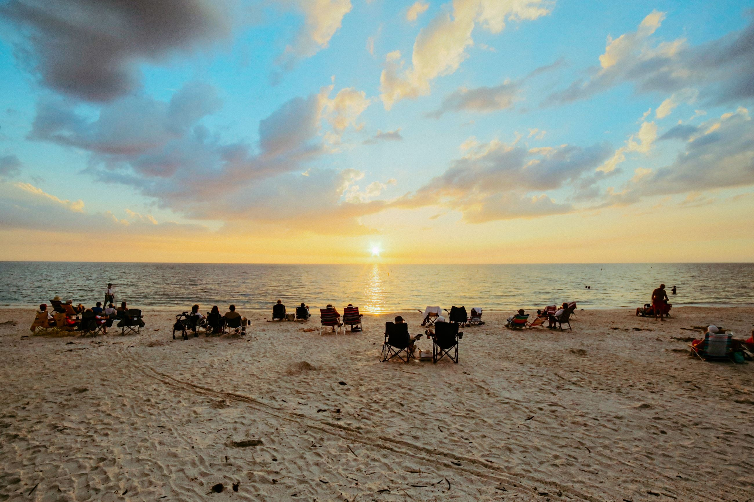beach-beach-chairs-crowd-dawn-316798